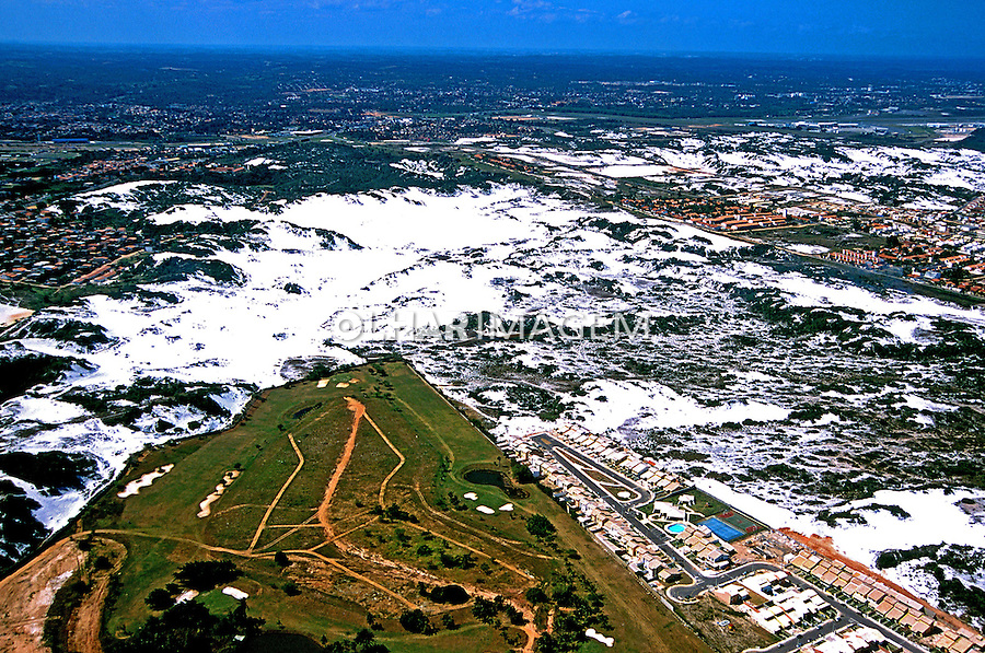 Aérea das dunas de Itapoã em Salvador. Bahia. 2001. Foto de Juca Martins.