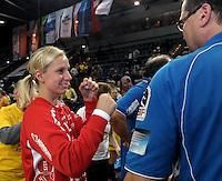 """1. Bundesliga Handball Damen - Frauen Handball BL DHB - Arena Leipzig - HC Leipzig : TSV Bayer 04 Leverkusen """"Handballelfen"""" - im Bild: HCL Torfrau Katja Schuelke witzelt mit Torwarttrainer Peter Holzke . Foto: Norman Rembarz..Norman Rembarz , Autorennummer 41043728 , Augustenstrt. 2, 04317 Leipzig, Tel.: 01794887569, Hypovereinsbank: BLZ: 86020086, KN: 357889472, St.Nr.: 231/261/06432 - Jegliche kommerzielle Nutzung ist honorar- und mehrwertsteuerpflichtig! Persönlichkeitsrechte sind zu wahren. Es wird keine Haftung übernommen bei Verletzung von Rechten Dritter. Autoren-Nennung gem. §13 UrhGes. wird verlangt. Weitergabe an Dritte nur nach  vorheriger Absprache.."""