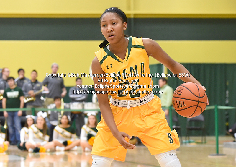 Siena defeats Saint Peter's 59-58 in overtime in a MAAC conference game on December 06, 2015 at the Alumni Recreation Center in Loudonville, New York.  (Bob Mayberger/Eclipse Sportswire)