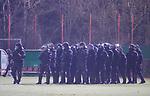 Die Polizei in Bereitschaft beim Spiel im DFB Pokal Viertelfinale, 1. FC Saarbruecken - Fortuna Duesseldorf .<br /> <br /> Foto © PIX-Sportfotos *** Foto ist honorarpflichtig! *** Auf Anfrage in hoeherer Qualitaet/Aufloesung. Belegexemplar erbeten. Veroeffentlichung ausschliesslich fuer journalistisch-publizistische Zwecke. For editorial use only. DFL regulations prohibit any use of photographs as image sequences and/or quasi-video.