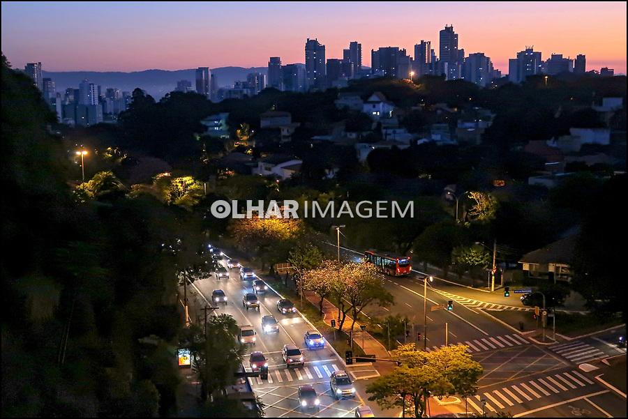 Amanhecendo em Sao Paulo, Avenida Sumare. 2018. Foto de Juca Martins.
