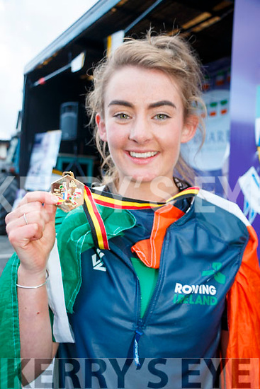 A Huge crowd turned out in the Square in Kenmare on Monday evening to welcome back Georgia as she returns with a Gold Medal after competing at the Coupe de la Jeunesse 2017.