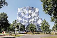 Nederland, Utrecht, 2015 06 12 . Studentencomplex Johanna op de Uithof. Studentenhuisvesting voor studenten aan de Universiteit van Utrecht. Het gebouw is ontworpen door Onix architecten