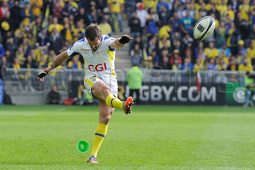 18.04.2015. Clermont-Ferrand, Auvergne, France. Champions Cup rugby semi-final between ASM Clermont and Saracens.   Brock James (asm) converts the kick
