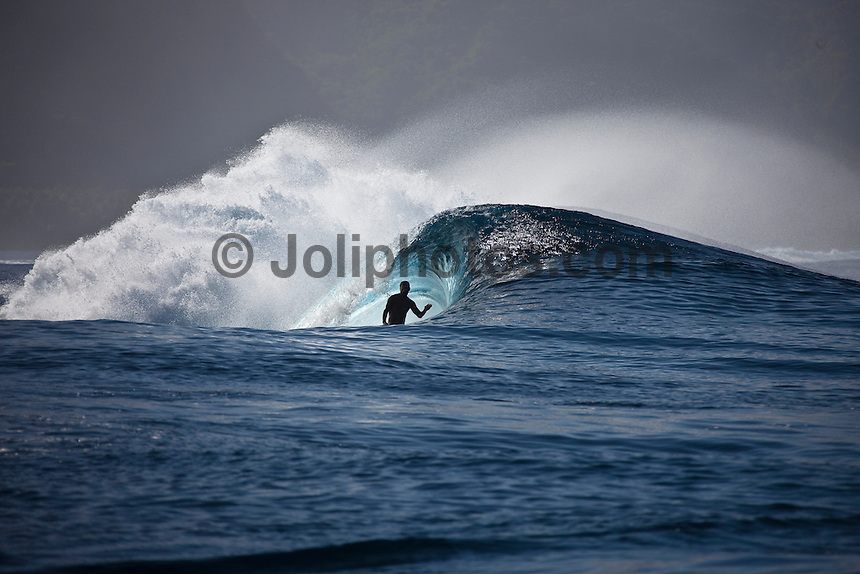 BOBBY MARTINEZ  (USA) surfing a reef pass near Teahupoo, Tahiti, (Friday May 15 2009.) Photo: joliphotos.com
