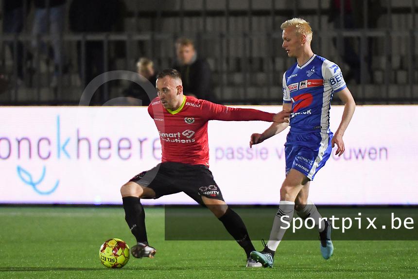 FC MANDEL UNITED IZEGEM - KSV OUDENAARDE :<br /> Lilian Lorthiois (L) houdt Olivier Verstraete (R) van zich af<br /> <br /> Foto VDB / Bart Vandenbroucke