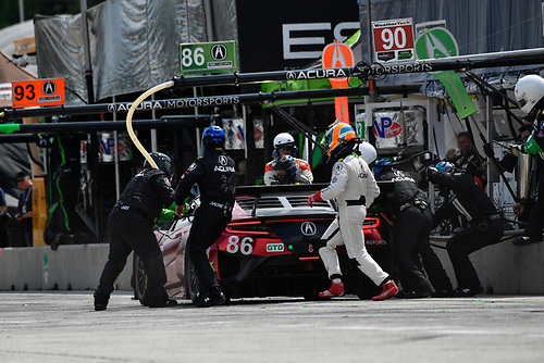 IMSA WeatherTech SportsCar Championship<br /> Continental Tire Road Race Showcase<br /> Road America, Elkhart Lake, WI USA<br /> Sunday 6 August 2017<br /> 86, Acura, Acura NSX, GTD, Oswaldo Negri Jr., Jeff Segal pit stop<br /> World Copyright: Richard Dole<br /> LAT Images<br /> ref: Digital Image RD_RA_2017_031