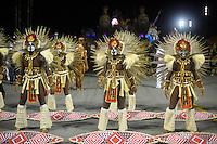 SÃO PAULO, SP, 16.02.2015, CARNAVAL 2015 - SÃO PAULO - GRUPO DE ACESSO / LEANDRO DE ITAQUERA: Integrantes da escola de samba Leandro de Itaquera, durante desfile do grupo de acesso do Carnaval de São Paulo, na madrugada desta segunda feira, 16. (Foto: Levi Bianco / Brazil Photo Press).