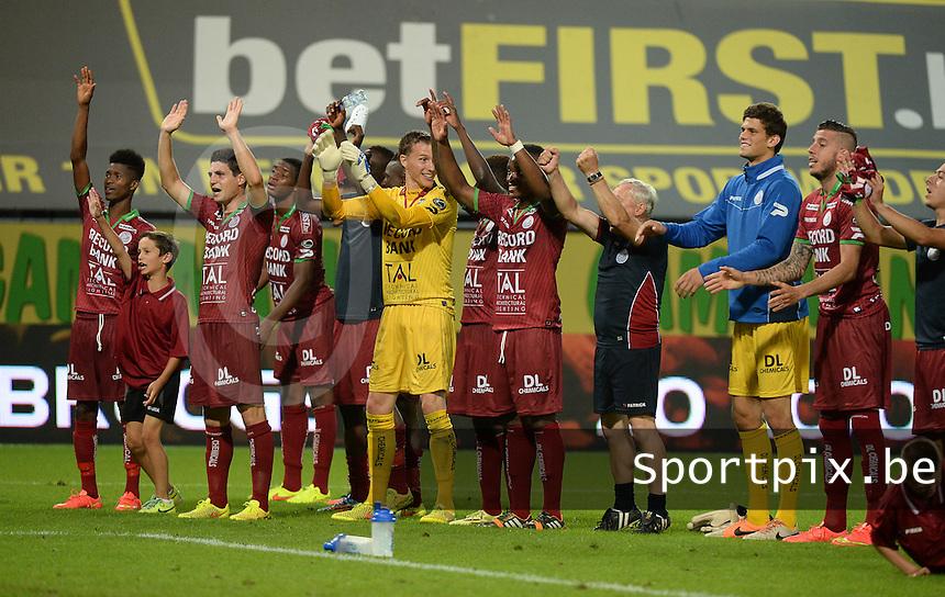 SV Zulte Waregem  - KV Kortrijk  : Zulte viert de overwinning <br /> foto VDB / BART VANDENBROUCKE