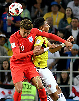 MOSCU - RUSIA, 03-07-2018: Johan MOJICA (Der) jugador de Colombia disputa el balón con Dele ALLI (Izq) jugador de Inglaterra durante partido de octavos de final por la Copa Mundial de la FIFA Rusia 2018 jugado en el estadio del Spartak en Moscú, Rusia. / Johan MOJICA (R) player of Colombia fights the ball with Dele ALLI (L) player of England during match of the round of 16 for the FIFA World Cup Russia 2018 played at Spartak stadium in Moscow, Russia. Photo: VizzorImage / Julian Medina / Cont
