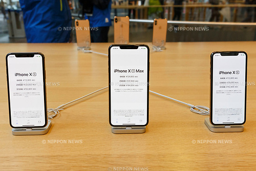 Samples of the new iPhone XS and iPhone XS Max on display at the Apple Store in Omotesando on September 21, 2018, Tokyo, Japan. Apple fans lined up patiently in the early morning rain to get the new iPhone models (XS and XS Max) and the new iWatch (Series 4). The new iPhone XS costs JPY 112,800 for the 64 GB model, the iPhone XS Max costs JPY 124,800 JPY for the 64 GB model, and iWatch Series 4 costs JPY 45,800. (Photo by Rodrigo Reyes Marin/AFLO)