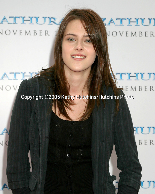 Kristen Stewart.Zathura Premiere.Mann's Village Theater.Westwpood, CA.November 6, 2005.©2005 Kathy Hutchins / Hutchins Photo