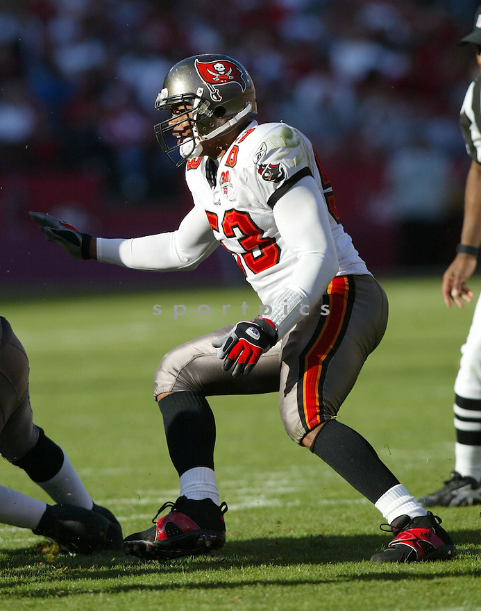 Shelton Quarles, of the Tampa Bay Buccaneers , in action, during their game against the San Francisco 49ers on October 30, 2005...San Francisco wins 15-10..Rob Holt / SportPics