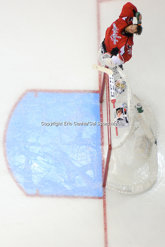 Friday, April 22, 2016: Washington Capitals goalie Braden Holtby (70) gets ready for the start of game 5 of the first round of the National Hockey League Eastern Conference playoffs  between the Philadelphia Flyers and the Washington Capitals held at the Verizon Center in Washington, DC. The Flyers defeat the Capitals 2-0. Eric Canha/CSM