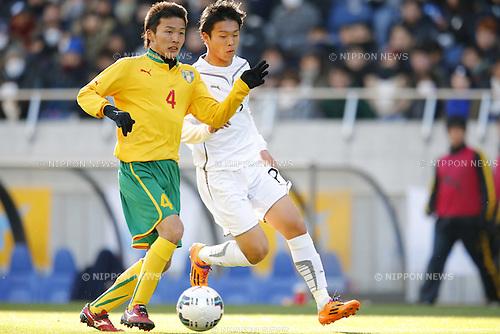 (L-R) Keita Takahashi (Seiryo), Ryota Aoyagi (Maebashi Ikuei), <br /> JANUARY 12, 2015 - Football / Soccer : <br /> 93rd All Japan High School Soccer Tournament final match between Maebashi Ikuei 2-4 Seiryo at Sitama Stadium 2002, Saitama, Japan. <br /> (Photo by Yusuke Nakanishi/AFLO SPORT) [1090] <br />  Ryota Aoyagi (Maebashi Ikuei), <br /> JANUARY 12, 2015 - Football / Soccer : <br /> 93rd All Japan High School Soccer Tournament final match between Maebashi Ikuei 2-4 Seiryo at Sitama Stadium 2002, Saitama, Japan. <br /> (Photo by Yusuke Nakanishi/AFLO SPORT) [1090]