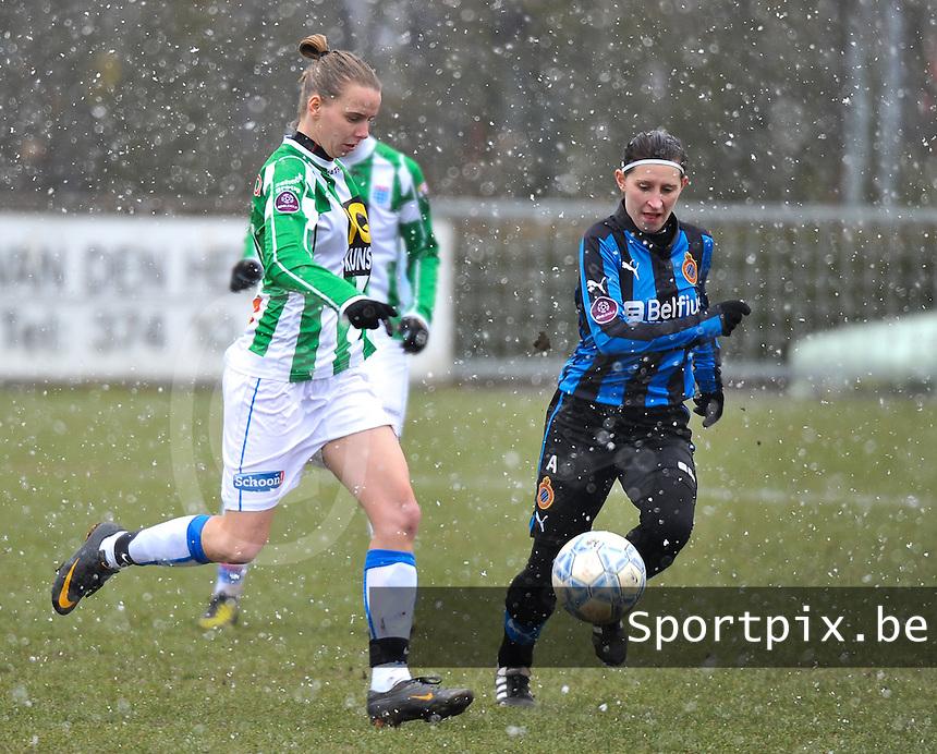 Club Brugge Dames - PEC Zwolle : Jennieke van der Pol aan de bal voor Lies Van Hamme.foto DAVID CATRY / Vrouwenteam.be