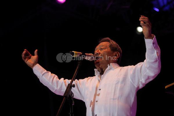 "Armando Manzanero performs during the ""Mexicanos Cantan"" concert at Alonzo Vidal Plaza during Pitic 2012 in Hermosillo. Sonora Mexico. May 28, 2012.  Credit: Baldemar de los Llanos/NortePhoto/MediaPunch Inc. ***NO MEXICO*** ***NO SPAIN***"