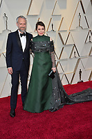 LOS ANGELES, CA. February 24, 2019: Olivia Colman &amp; Ed Sinclair at the 91st Academy Awards at the Dolby Theatre.<br /> Picture: Paul Smith/Featureflash
