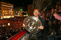 10.05.2014, Marienplatz, Muenchen, GER, 1. FBL, FC Bayern Muenchen Meisterfeier, im Bild Arjen Robben of Bayern Muenchen celebrates winning the German championship title Arjen Robben, // during official Championsparty of Bayern Munich at the Marienplatz in Muenchen, Germany on 2014/05/11. EXPA Pictures © 2014, PhotoCredit: EXPA/ Eibner-Pressefoto/ EIBNER<br /> <br /> *****ATTENTION - OUT of GER***** <br /> Football Calcio 2013/2014<br /> Bundesliga 2013/2014 Bayern Campione Festeggiamenti <br /> Foto Expa / Insidefoto