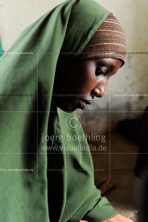 KENIA Fluechtlingslager Kakuma in der Turkana Region , hier leben ca. 80.000 Fluechtlinge ,  JRS JESUIT REFUGEE SERVICE Schule und trauma counselling, Somali refugee / KENYA Turkana Region, refugee camp Kakuma, where 80.000 refugees live,  JESUIT REFUGEE SERVICE school and trauma counselling,  Fluechtling aus Somalia