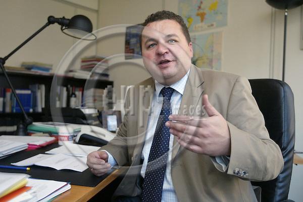 Belgium---Brussels--- Commission     18.09.2003.UEAPMEÕs (European Associatioen of Craft, Small and Mediumsized Enterpreises) director for economic affairs, Gerhard HUEMER. PHOTO: EUP-IMAGES.COM / ANNA-MARIA ROMANELLI