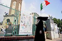 Roma, 4 Giugno 2011.Tor Sapienza..Il quartiere periferico di Tor Sapienza festeggia i 150 anni dell'Unità d'Italia con la Fanfara dei Bersaglieri e la visita del Sindaco Gianni Alemanno nella scuola Geoacchino Gesmundo.Una suora