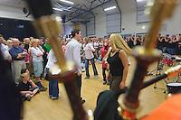Danse sur la musique d'un bagad.A priori, un avant-deux