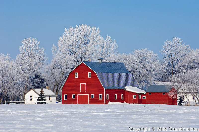 Red barn<br /> Grande Pointe<br /> Manitoba<br /> Canada