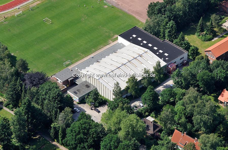 Uwe-Plog-Halle : DEUTSCHLAND, SCHLESWIG-HOLSTEIN, REINBEK21.06.2010: Die Uwe-Plog-Halle am Sportzentrum Reinbek, Sporthalle, Dach, Einsturzgefahr, Luftbild, Luftaufnahme, Air .c o p y r i g h t : A U F W I N D - L U F T B I L D E R . de G e r t r u d - B a e u m e r - S t i e g 1 0 2, 2 1 0 3 5 H a m b u r g , G e r m a n y P h o n e + 4 9 (0) 1 7 1 - 6 8 6 6 0 6 9 E m a i l H w e i 1 @ a o l . c o m w w w . a u f w i n d - l u f t b i l d e r . d e K o n t o : P o s t b a n k H a m b u r g B l z : 2 0 0 1 0 0 2 0 K o n t o : 5 8 3 6 5 7 2 0 9 , V e r o e f f e n t l i c h u n g n u r m i t H o n o r a r n a c h M F M, N a m e n s n e n n u n g u n d B e l e g e x e m p l a r !
