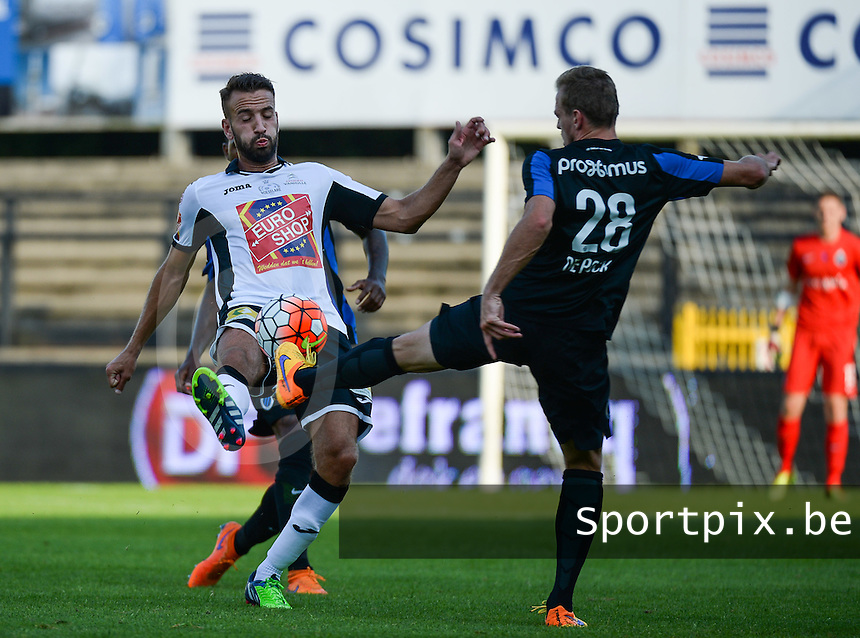 KSV Roeselare - Club Brugge KV : duel tussen Christophe Martin Suarez (links) en Laurens De Bock (r)<br /> foto VDB / BART VANDENBROUCKE