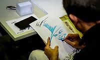 RIO DE JANEIRO, RJ, 21.04.2017 - GEEK-GAME-RJ - Desenhista e roteirista, David Lloyd, visto durante o primeiro Geek & Game Rio Festival, realizado no Centro de Convenções Rio Centro em Jacarepaguá, zona oeste do Rio de Janeiro, na manhã dessa sexta-feira, (21). Ele é mais conhecido por ter criado a graphic novel V de Vingança ao lado de Alan Moore. (Foto: Jayson Braga / Brazil Photo Press / Folhapress)