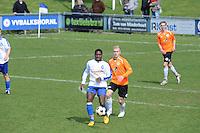 "VOETBAL: BALK: Voetbalcomplex ""de Wilgen"", 27-04-2013, KNVB 1ste Klasse E district Noord, VV Balk -VV Drachtster Boys, Einduitslag 1-2, Pistis Nzoko (#13 | Balk), Hedzer Prins (#17 | DB), ©foto Martin de Jong"