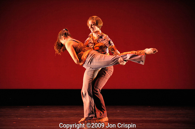 Smith College Fall 2009 Faculty Dance Concert..© 2009 JON CRISPIN .Please Credit   Jon Crispin.Jon Crispin   PO Box 958   Amherst, MA 01004.413 256 6453.ALL RIGHTS RESERVED.