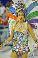 RIO DE JANEIRO, RJ, 21 DE FEVEREIRO DE 2012 - Desfiles das Escolas de Samba do Grupo Especial -  Alcione, Cantora , durante o desfile da Escola Estação Primeira da mangueira, na Marquês de Sapucaí. FOTO GLAICON EMRICH - AGÊNCIA BRAZIL PHOTO PRES DE FEVEREIRO DE 2012 - Desfiles das Escolas de Samba do Grupo Especial - A modelo e apresentadora fernanda Lima, Gdurante o desfile da escola de samba rande Rio, na Marquês de Sapucaí. FOTO GLAICON EMRICH - AGÊNCIA BRAZIL PHOTO PRESS
