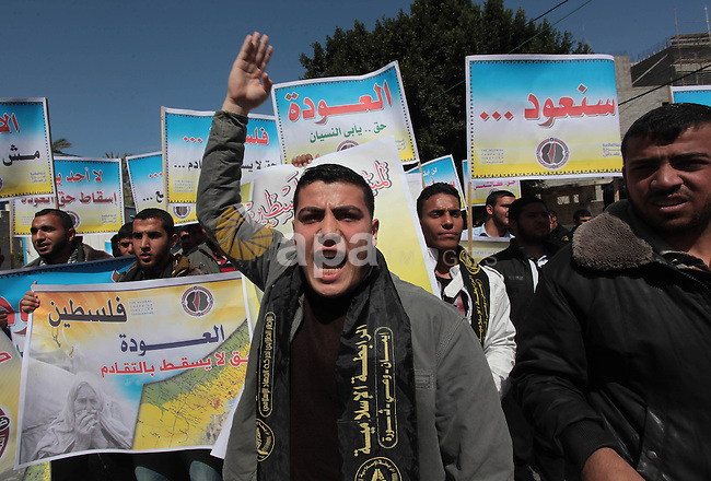 Palestinian supporters of Islamic Jihad chant during a protest marking Land Day outside of United Nations Development Programme office (UNDP), in Gaza city on April 1, 2014. The annual demonstrations mark the deaths of six Arab Israeli protesters at the hands of Israeli police and troops during mass protests in 1976 against plans to confiscate Arab land in the northern Galilee region. Photo by Ashraf Amra