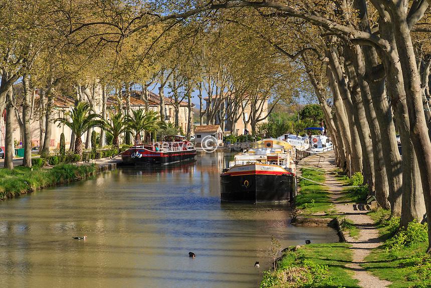 France, Aude (11), Salléles-d'Aude, canal de Jonction, ou canal de la Jonction avec la Robine, bâteaux amarrés // France, Aude, Salleles-d'Aude, Junction Canal or  Junction Canal with the Robine, moored boats