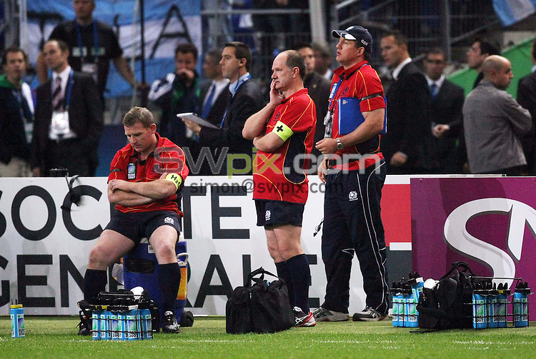 PICTURE BY VAUGHN RIDLEY/SWPIX.COM - Rugby Union - Rugby World Cup 2007 Quarterfinals - Scotland v Argentina - Stade de France, Paris, France - 07/10/07...Copyright - Simon Wilkinson - 07811267706..Scotland's Stuart Barton, James Robson and Guy Richardson.