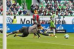 09.09.2017, Volkswagen Arena, Wolfsburg, GER, 1.FBL, VfL Wolfsburg vs Hannover 96<br /> <br /> im Bild<br /> Divock Origi (VFL Wolfsburg #14) mit Torschuss, Philipp Tschauner (Hannover 96 #1), <br /> <br /> Foto &copy; nordphoto / Ewert