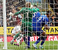 Burnley's Jeff Hendrick volleys to score the opening goal past Everton's Jordan Pickford<br /> <br /> Photographer Rich Linley/CameraSport<br /> <br /> The Premier League - Burnley v Everton - Saturday 5th October 2019 - Turf Moor - Burnley<br /> <br /> World Copyright © 2019 CameraSport. All rights reserved. 43 Linden Ave. Countesthorpe. Leicester. England. LE8 5PG - Tel: +44 (0) 116 277 4147 - admin@camerasport.com - www.camerasport.com