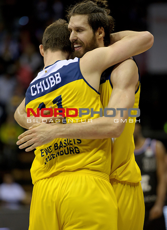29.03.2015, EWE Arena, Oldenburg, GER, BBL, EWE Baskets Oldenburg vs Artland Dragons, im Bild Jubel bei Adam Chubb (Oldenburg #11) und Nemanja Aleksandrov (Oldenburg #32)<br /> <br /> Foto &copy; nordphoto / Frisch