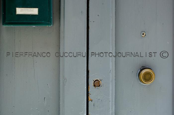 vicolo sacala mala porte, portoni, maniglie e serrature di sassari, Italia<br /> doors, handles and locks in Sassari, Italy