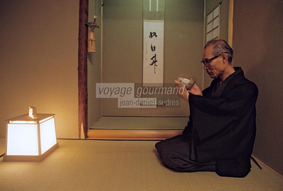 Asie/Japon/Nara: Japonais buvant son thé après la cérémonie du thé