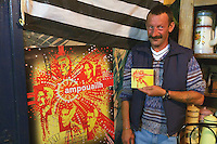Gilou presente le disque d'Ampuoailh devant leur affiche
