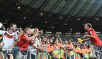 FUSSBALL WM 2014                HALBFINALE Brasilien - Deutschland          08.07.2014 Kevin Grosskreutz (Deutschland) jubelt nach dem Abpfiff auf den Zaun mit Fans