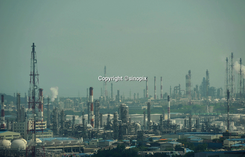 Petro-chemical plants in Ulsan South Korea  September, 2010.  (can you add second sentence)<br /> <br /> Photos ©Richard Jones / Sinopix
