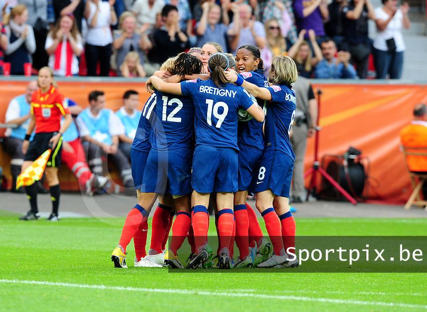 Fifa Women's World Cup Germany 2011 : England - France - at Leverkusen : vreugde bij Marie-Laure Delie en haar medespeelsters.foto DAVID CATRY / Vrouwenteam.be
