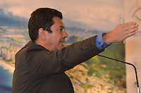 ATENCAO EDITOR: FOTO EMBARGADA PARA VEICULOS INTERNACIONAIS. - RIO DE JANEIRO, RJ,25 DE SETEMBRO 2012 - ELEICOES 2012-PROJETO BARRA SUSTENTAVEL- O candidato pelo PSDB a Prefeitura do Rio de Janeiro, Otavio Leite, na assinatura do Projeto Barra Sustentavel no Hotel Sheraton, na barra da Tijuca, zona oeste do Rio de Janeiro, nesta terca dia 25 de setembro.(FOTO: MARCELO FONSECA / BRAZIL PHOTO PRESS).