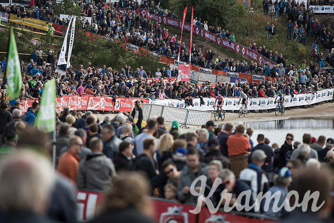 due to the good weather a lot of fans showed up.  Leaders Wout Van Aert, Mathieu van der Poel and Kevin Pauwels cheered up by the crowd.<br /> <br /> cx Telenet Superprestige Gieten 2017 (NED)