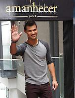 RIO DE JANEIRO, RJ 24/10/12 - TAYLOR LAUTNER/CINEMA. **ATENÇÃO EDITOR: FOTO EMBARGADA PARA AGÊNCIAS INTERNACIONAIS** O ator americano, Taylor Lautner, o lobo da saga Crepúculo, posa para fotos para a imprensa no hotel Fasano no Rio de Janeiro. O ator está no Brasil para divulgação do quarto filme da saga. Foto: Marcio Honorato/Honopix /NortePhoto