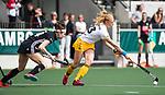 AMSTELVEEN - Hockey - Hoofdklasse competitie dames. AMSTERDAM-DEN BOSCH (3-1) Margot van Geffen (Den Bosch)  met links Eva de Goede (A'dam)    COPYRIGHT KOEN SUYK